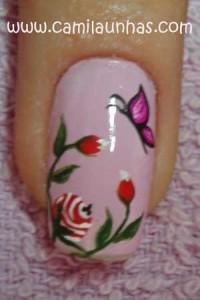 unha decorada com flor e borboleta